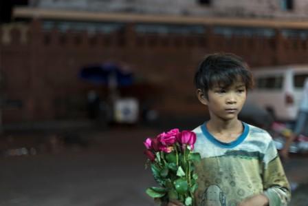 budak jual bunga